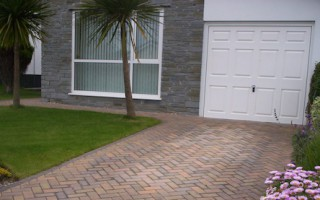 FEATURES: It's possible to pave around many elements such as existing walls and flower beds. Make sure you plan for things you want to keep.